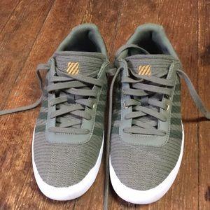Women's size 11 K-Swiss Canvas Shoe